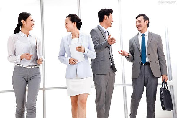 富士康在线报名_「职场人际」职场上的讨好型人格,你有吗? 富士康官方招聘 富士康在线报名 富士康 第1张